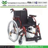 كرسيّ ذو عجلات أنيق لأنّ ال يعجز