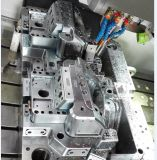 Molde plástico do molde do trabalho feito com ferramentas da injeção do escudo plástico do motor da tampa do motor