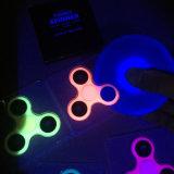 Glühen im dunkler leuchtender Unruhe-Handfinger-Tri Spinner