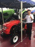 24HP 4WDの2本のシリンダーエンジンを搭載する農業の農場トラクター