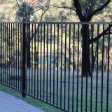 Уединение и обеспеченность с загородкой сада обслуживания открытого взгляда свободно