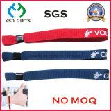 Vendita calda personalizzata che fa pubblicità al braccialetto/Wristband promozionali del poliestere