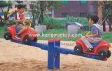 Movimento alternato di plastica esterno del bambino con il disegno dell'automobile della jeep