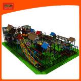 Juguete determinado de los niños del parque de atracciones del patio de Mich