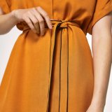 Les femmes de mode amincissent la robe de vêtements de bandage de T-shirt de V-Collet