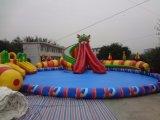 Parque inflável da água do carnaval gigante ao ar livre do verão para o adulto e as crianças