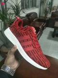 中国の製靴工場の最新のデザインは靴の人のための卸し売りスポーツのフットボールの運動靴を遊ばす