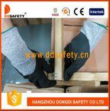 Отрежьте упорные перчатки с Dcr130 покрынным нитрилом