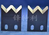 炭化物によってひっくり返された刃か炭化物によってひっくり返された木製の切断は鋸歯(364569)を