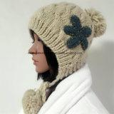 100% Исландия Шерсть, ручная работа Мода Вязаные шапки помпоном / Earflap / цветок патч / струнных