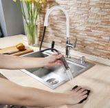 La couleur blanche retirent le robinet de cuisine avec le certificat d'UPC
