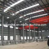 Stahllager gebildet von der hellen Stahlkonstruktion