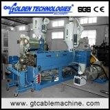 Maquinaria expulsando elétrica da produção do cabo de fio