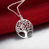 Euramericanの方法木の形によって切り分けられる吊り下げ式のネックレスの円形の吊り下げ式の簡単な女性の宝石類