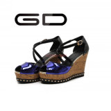Gdshoe는 에나멜 가죽 신발 나무로 되는 발뒤꿈치 쐐기(wedge)를 주문을 받아서 만들었다