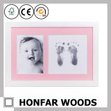 白いダブルフレームの赤ん坊のHandprint&Footprint木フレーム