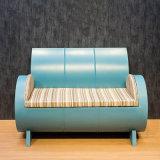 A gasolina retro do projeto especial Barrels o sofá
