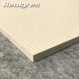 Spitzenverkaufenprodukte stellten billig glasig-glänzende Fußboden-Fliese ein