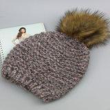 冬によって編まれる帽子、POM Pomsのピンクカラー100%アクリルの帽子、
