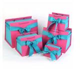 Conjunto 5 en los rectángulos de 1 regalo de papel con la maneta