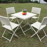 屋外の庭の食堂の腰掛けの柳細工のレストランはアルミニウム藤の喫茶店台地の椅子の議長を務める