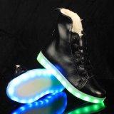 大人の冬の衣類のスポーツの靴の人の雪のブートのための2016の方法点滅LED軽い靴