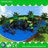 Patio al aire libre de la gimnasia del tema de la selva para los cabritos