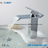 Colpetti di miscelatore operati di vendita caldi del bacino della cascata della stanza da bagno