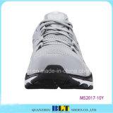 人のスポーツの靴