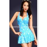 Traje de baño atractivo azul de las mujeres de adultos