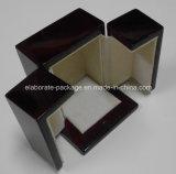 Caja de madera del perfume
