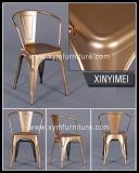 Weinlese-Metallkaffee-Stuhl mit hölzernem Sitz