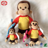 Le singe de famille avec le cadeau mignon de T-shirt badine le jouet bourré par peluche