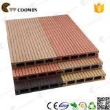 Plancher en bois artificiel extérieur imperméable à l'eau
