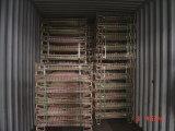 ワインの記憶に使用する金網の容器をスタックする倉庫