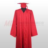 Robe noire rouge mate de chapeau de graduation de lycée