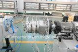 Terminar a linha da extrusão da tubulação do PVC