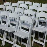 Résine Folding White Chairs chez Outdoor Party