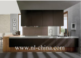 Cabina de cocina de madera de la chapa del alto lustre moderno con la isla