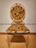 椅子を食事する熱い販売のスタック可能金属の模造木は卸しで椅子を宴会でもてなす