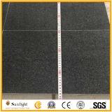 Taille précise G654 Carreaux en granit poli en granit noir au sésame pour mur ou plancher