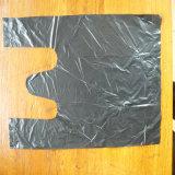 Sacchetto di acquisto di plastica nero con la maniglia