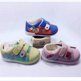 2016 de Nieuwe Schoenen van de Injectie van de Schoenen Pu van de Kinderen van de Schoenen van de Jonge geitjes van de Schoenen van de Baby Toevallige