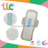 Guardanapo sanitários das mulheres com os produtos da almofada sanitária do aníon