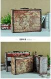 Casella calda di immagazzinamento in la casella dell'oggetto d'antiquariato di vendita impostata per la decorazione domestica