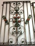 Шикарная декоративная конструкция решетки окна утюга