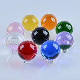 Esfera de cristal negra de la bola de cristal con el soporte