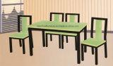 Tabela de jantar de madeira com a cadeira 4 para o restaurante