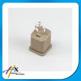 Indicador de madeira pequeno da jóia do anel para a mostra do ofício