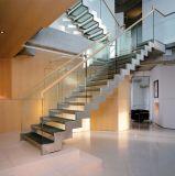 U-Form-Treppe mit seitlicher Stahltragbalken-hölzernem Jobstepp und Glas-Geländer